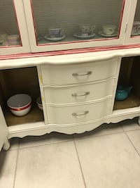 Vintage wooden China/Dish cabinet Fairfield, 94533