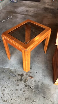 "Solid wood, 22""x18"" glass-top, end table Newark, 43055"