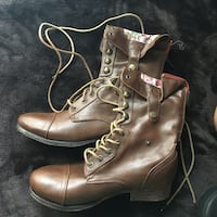pair of brown leather boots Newman, 95360