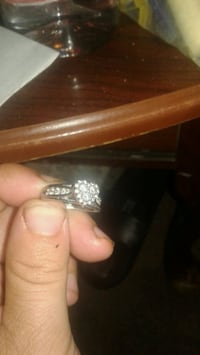 gold and diamond studded ring Tremonton, 84337