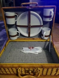 Picnic basket & accessories  Toronto, M6M 2L6