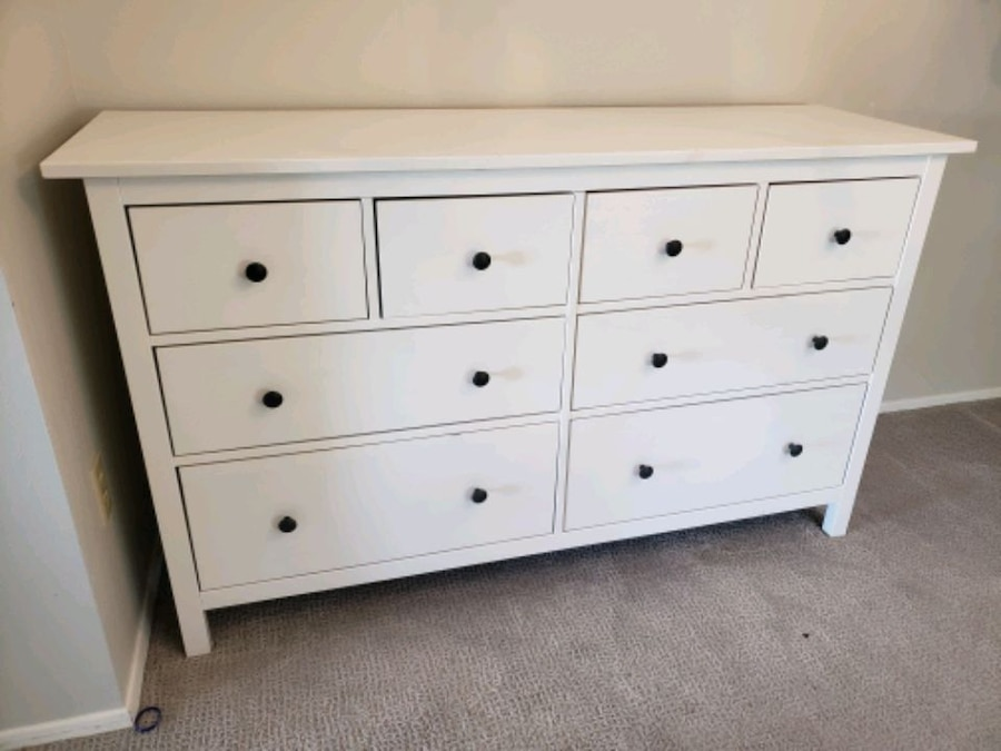 Photo Ikea Hemnes 8 drawer dresser.