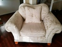 Cream living room set Sofa loveseat and chair exce Richmond, 23223
