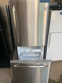 "GE 30"" stainless stee bottom freezer fridge working perfectly Baltimore, 21223"
