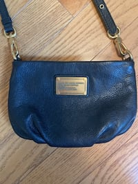 Marc Jacobs black leather cross body bag. Pre owned but in great condition. Mississauga, L5L 5Y5