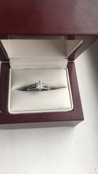 14k white gold Diamond ring set Port Coquitlam, V3C 3G5
