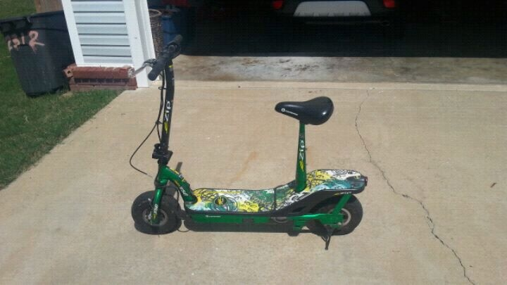 Photo 450 E-ZIP ELECTRIC SCOOTER