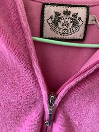 Juicy couture sweater small size women Vancouver, V5R 4E5
