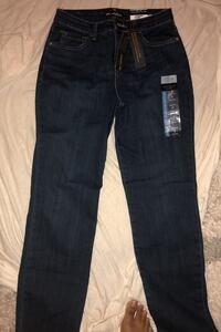 Lee slim jeans petite size 2 District Heights, 20747