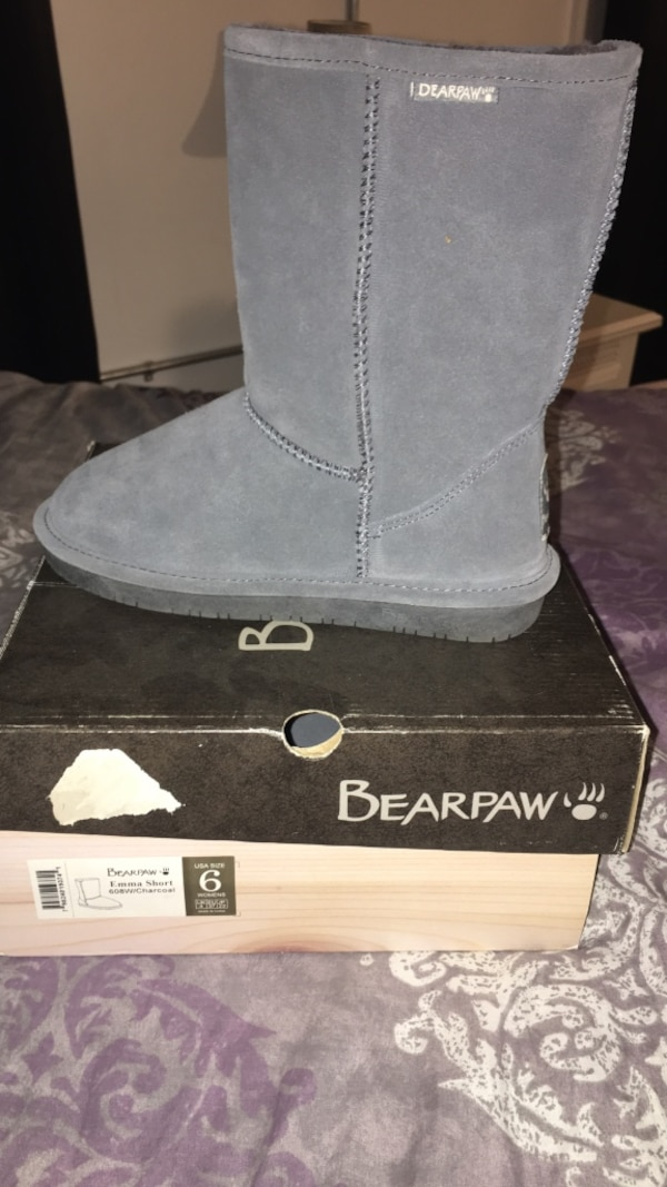 unpaired black Bearpaw Emma boot with box