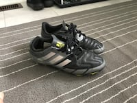 Pair of black Adidas cleeds Airdrie, T4A