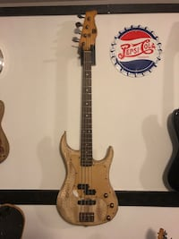Bass guitar by Axl  Slocomb, 36375