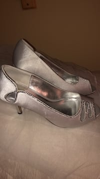 Shoes for wedding, prom , party very comfortable only wore once . Price negotiable Laval, H7G 4W8