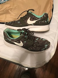 pair of white-and-black Nike sneakers Decatur, 35601