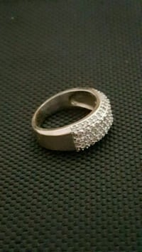 Beautiful diamond ring Asking $800 OBO  Mississauga, L5V 2R4