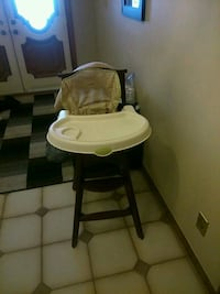 Wood high chair good condition 1year old  Hamilton, L9C 7G1