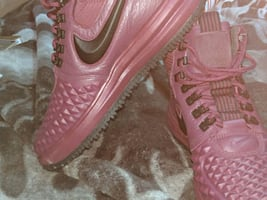 NIKE MAROON COLORED SHOES