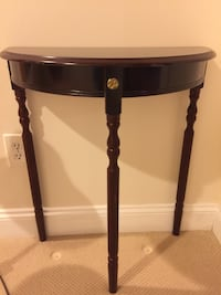 brown wooden side table with drawer Germantown, 20874