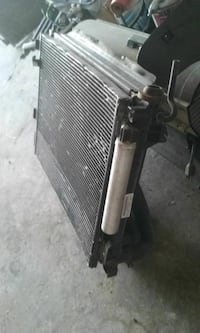 2010 Chrysler 300 or Dodge Charger radiator conden Dearborn, 48120