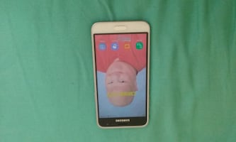 White Samsung Galaxy J3 6 Smartphone Good condition Works perfectly