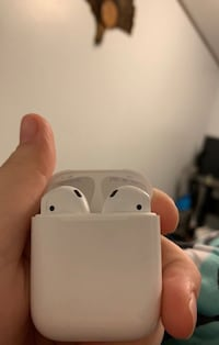White apple airpods with charging case Freeburg, 65035