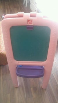 Childrens easel mint condition Calgary, T2K 3Y4