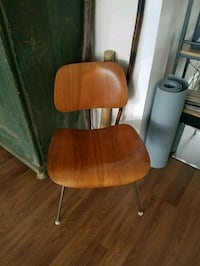 Eames Plywood chair Glenolden, 19036