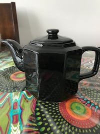Black China tea pot Laval, H7W