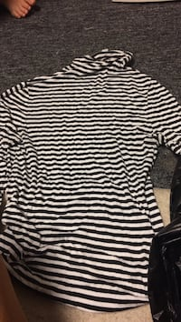 black and white striped print long-sleeved shirt