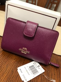 authentic coach wallet. like new. no smell no stain or damage.. price tag, care card and box included New Westminster, V3M