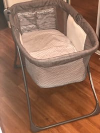 Baby bassinet  Whitby, L1R 0A2