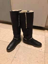 Pair of black leather knee-high boots size 6 1/2 1960 km