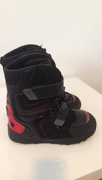red-and-black snowboard boots Winnipeg, R2M