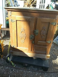 Antique refridge with metal inside.. Great storage