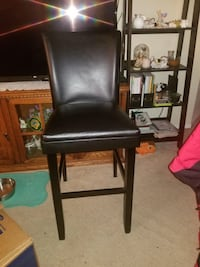 Black leather padded brown wooden chair Arlington, 22206