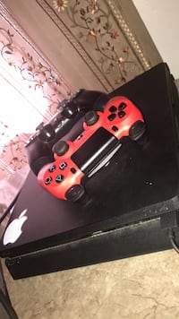ps4 mint condition with 2 controllers and 2 games East Hartford, 06118