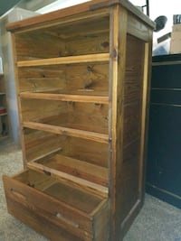 Very well made solid wood dresder Virginia Beach, 23454