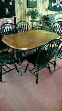 oval brown wooden table with four chairs dining set Lancaster, 14086