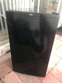 Used Frigidaire apartment size refrigerator for sale in Largo - letgo