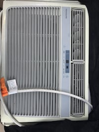 White frigidaire window-type ac unit La Grulla, 78582