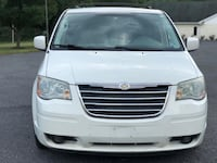 2009 Chrysler Town & Country Bristow