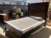 Queen size bed frame and box spring! 2267 mi
