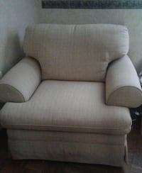 Extra large  comfortable chair, like new, no stain Zephyrhills, 33542