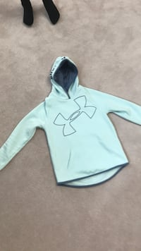 White and blue under armour kids/girls pullover hoodie Coquitlam, V3B 7L4