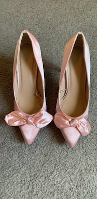 BRAND NEW Pink Bow Tie Heels Size 9