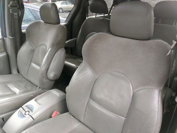 Chrysler - Town and Country - 2003 42d4beb8-8b40-4958-bf65-5844fa348c78
