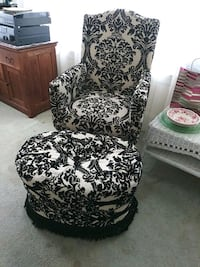 black and white floral padded chair West Haven, 06516