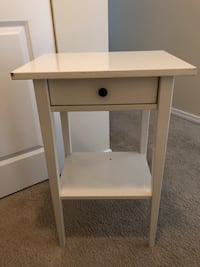 White nightstand table with drawer  Seattle, 98121