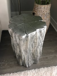 Silver accent table new condition  Columbia, 21044