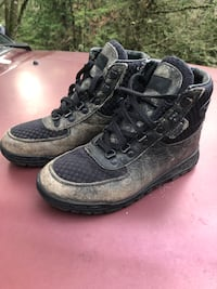 Vasque Leather Kid's Size 5 Hiking Boots - Like New!